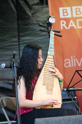Cheng Yu playing at WOMAD